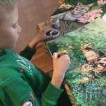9-year-old-Russian-boy-trades-his-art-for-abandoned-dog-food-and-medicine-5da51714943ec__700