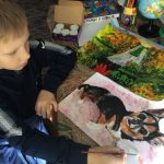 9-year-old-Russian-boy-trades-his-art-for-abandoned-dog-food-and-medicine-5da99f7f759a0__700